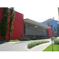 Školy a sportovní zařízení